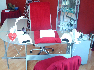tisch nagelstudio kosmetik und massageraum zur untermiete sind sie eine. Black Bedroom Furniture Sets. Home Design Ideas